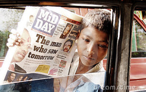 poor-street-boy-india-selling-newspapers-18632127